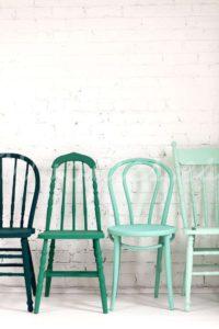 Estilo nórdico sillas de colores | Woodies