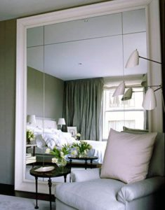 Agradar una habitación con espejos