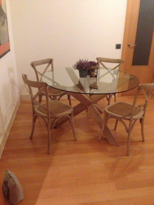 Combina para triunfar mesas de madera y cristal for Mesas redondas de madera