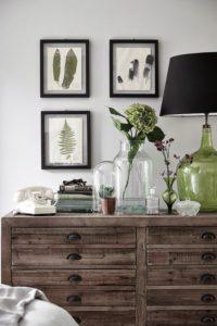 Aparadores de madera oscura con cajones | Woodies