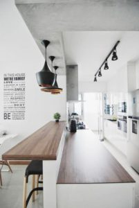 Barra de cocina en blanco y madera | Woodies