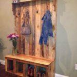 Percheros de madera: coloca tus prendas con estilo