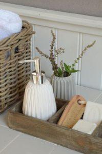 Cómo decorar un baño en estilo rústico