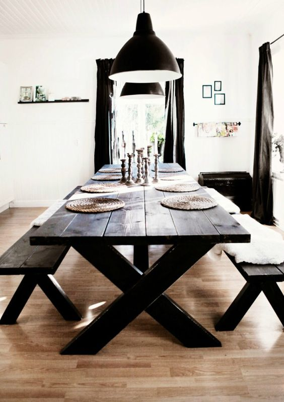 Cómo combinar mesas y bancos de madera