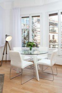 muebles ligeros para hacer que tu casa parezca más grande