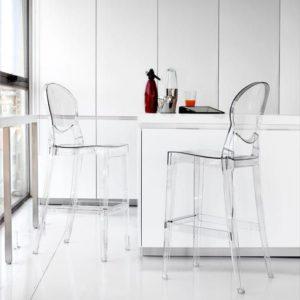 hacer que tu casa parezca más grande decorando con muebles ligeros