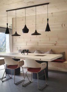 mesa de madera de comedor y sillas de madera