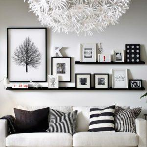decorar con cuadros y fotografías con estanterías