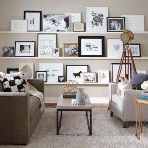 decorar con cuadros y fotografías estanterías
