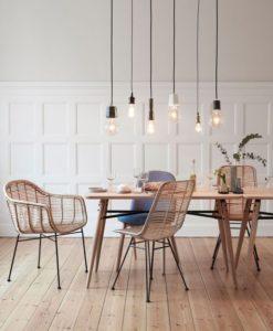 mesa de comedor con sillas para decoracion
