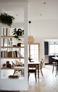 Cómo aprovechar espacios con miniestanterías