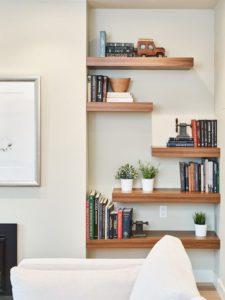 aprovechar espacios miniestanterías en huecos