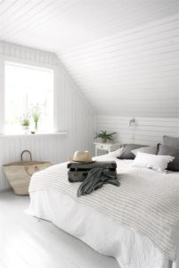decorar con techos bajos colores claros