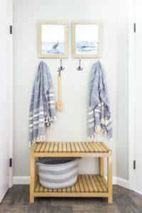 Dónde colocar un banco de madera baño
